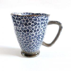daisy pattern mug blue