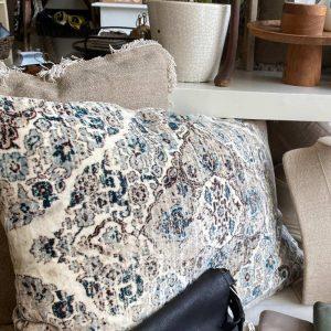 velvet cushion karalli