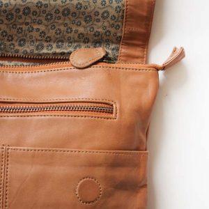 zips leather bag