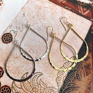 Teardrop hammered earrings