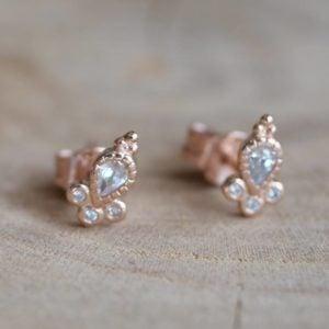 Ishta stud earring