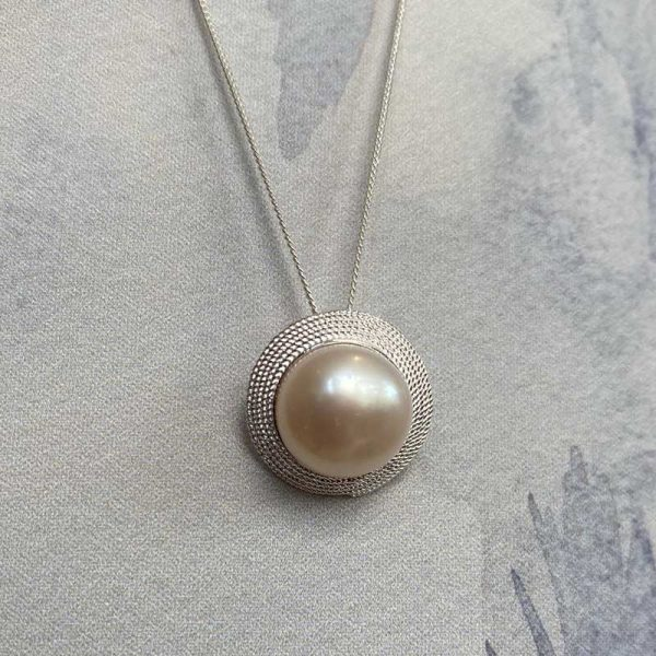 Pearl Silver detail necklace